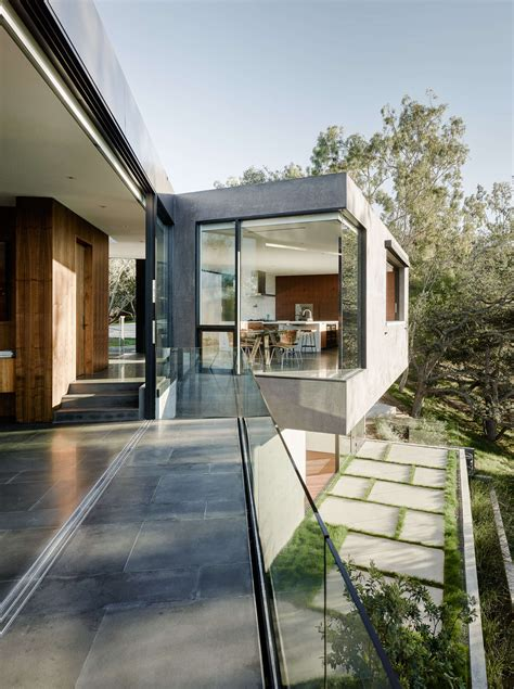 upside  beverly hills home   minimalist exterior