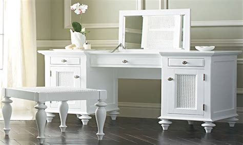 Vanity Set With Lights For Bedroom by Vanity Sets For Bedroom Bedroom Vanities For Less Makeup