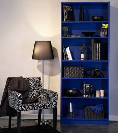 repeindre meuble etagere ikea avec peinture bleu outremer