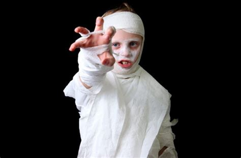 deguisement femme fait maison 8 costumes you can actually make yourself how to make a mummy costume