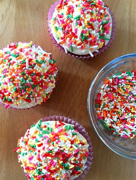 easy cupcake decorating with sprinkles 100 directions