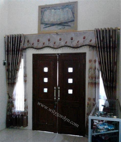 gambar gorden  model pintu ruang tamu wily gordyn