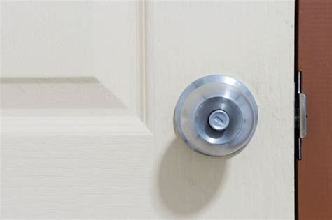 how to unlock a bathroom door without a key - DKRS GROUP