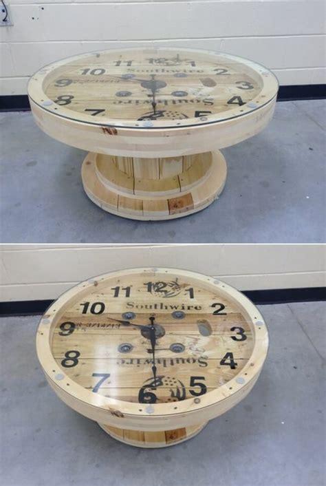 customiser un canapé 1001 idées astuces brico pour créer une table en touret