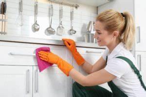 Küchenschränke Reinigen Hausmittel : hochglanz k che reinigen das sollten sie bei reinigung und pflege beachten ~ A.2002-acura-tl-radio.info Haus und Dekorationen