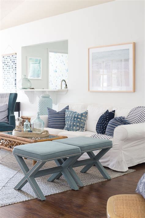 this light and bright coastal living room paint color