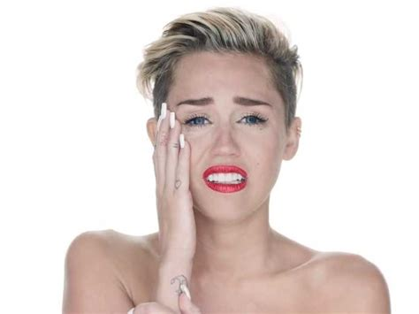 Miley Cyrus Reviewed The New Iphone Update  Business Insider