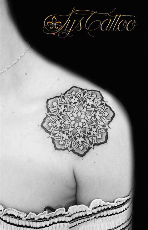 specialiste du tatouage des mandalas lotus  tatouages