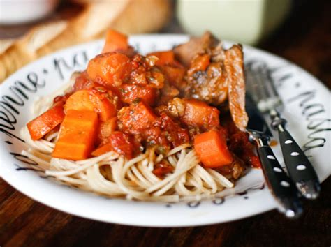 cuisiner le jarret de veau jarret de veau entier mijoté aux tomates et aux agrumes