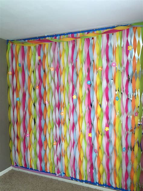 Decorating Ideas With Streamers by Streamers Wall Decoration Fantastic Way To Cover Up A 90