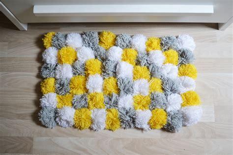 papier peint chambre adulte romantique deco chambre jaune et gris