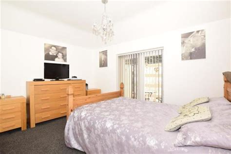 3 bedroom detached bungalow for sale in Queens Avenue ...