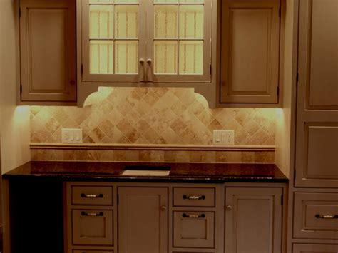 kitchen floor tile images best 25 travertine tile backsplash ideas on 4824