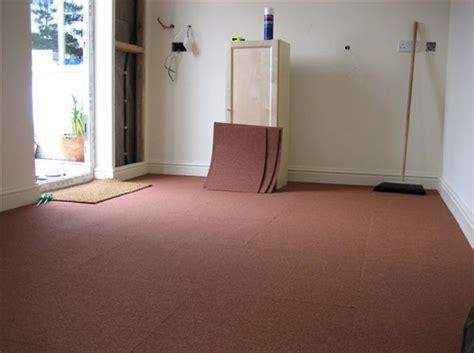moquette pour chambre poser des dalles de moquette décoration