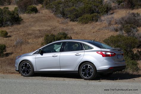 video review  ford focus se sedan  truth  cars
