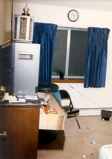 jeffs bedroom   apartment jeffrey dahmer true