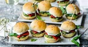 Hamburger Grillen Rezept : rezept vegetarisch mini burger mit feta und pesto party und fingerfood lebe liebe ~ Watch28wear.com Haus und Dekorationen