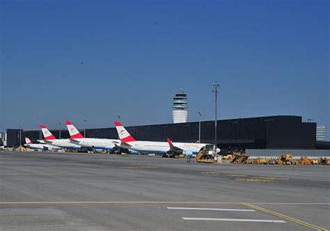 stahltreppe außen mit podest aua mit 104 destinationen im winterflugplan 2012 13