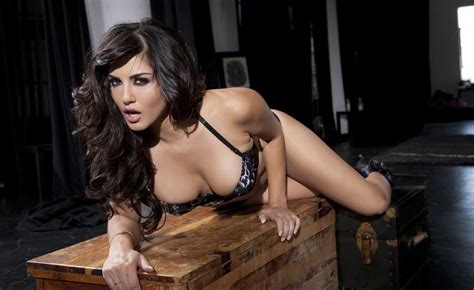 Sunny Leone Sexy Cleavage Wallpapers Facebook Cover