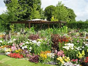 Garden flower design ideas simple home decoration for Flower gardening ideas