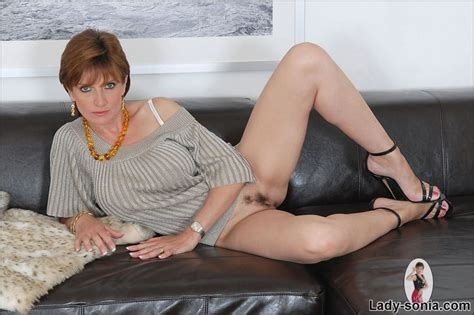 Mature Busty Long Legged Milf Shows Her Hot Pussy Pichunter