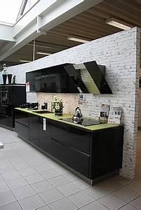 Moderne Küche Hochglanz Schwarz : h cker musterk che moderne grifflose schwarz hochglanz lack k che mit glasarbeitsplatte ~ Indierocktalk.com Haus und Dekorationen