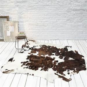 les 25 meilleures idees de la categorie tapis de fourrure With tapis peau de vache avec bo concept canapes