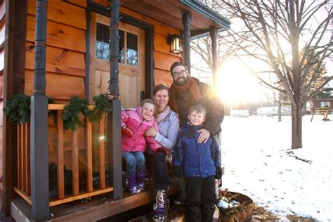 Tiny Häuser Für Familien by Tiny House Living How Two Families Made It Work Teenagers