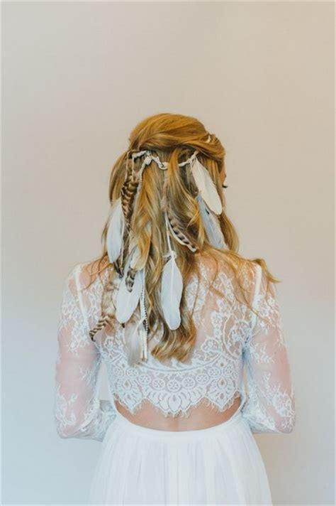 des plumes dans ma coiffure pour en mettre plein la vue