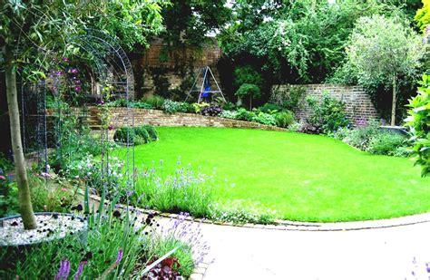 Simple Garden Design Ideas For Spacious Backyard
