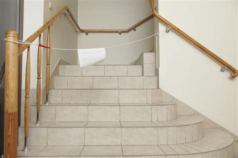 poser du carrelage dans  escalier