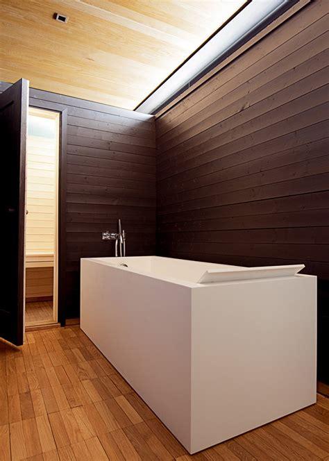 si鑒e de salle de bain le lambris comme revêtement mural de salle de bain