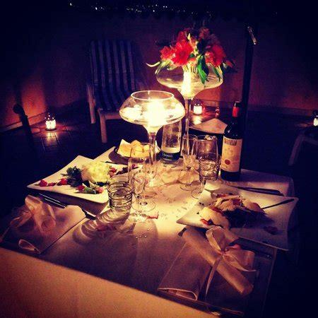 cena lume candela cena a lume di candela in terrazzo foto di villa di
