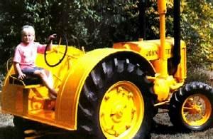 John Deere DI: A Yellow JD