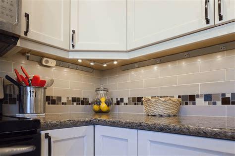 Why Using Kitchen Countertops Without Backsplash