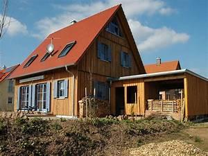 Haus Mit Fensterläden : einfamilienhaus holzhaus satteldach garage mit schleppdach fensterl den dachfenster efficiento ~ Eleganceandgraceweddings.com Haus und Dekorationen