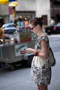 Photography: Random People Texting On The Streets | Bit Rebels