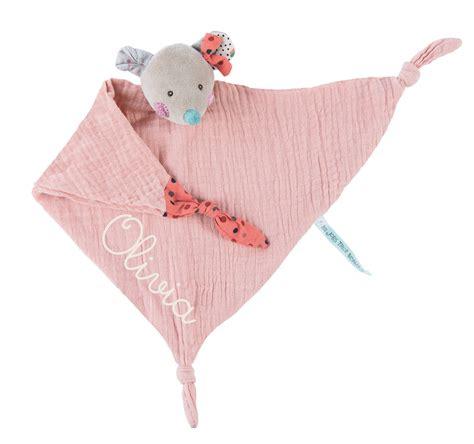 En coton, tricot, polaire, bambou et pleins d'autre matières pour protéger bébé du froid ou l'accompagner lors de ses dodos. Doudou lange ours/souris/lapin « Les Jolis trop beaux