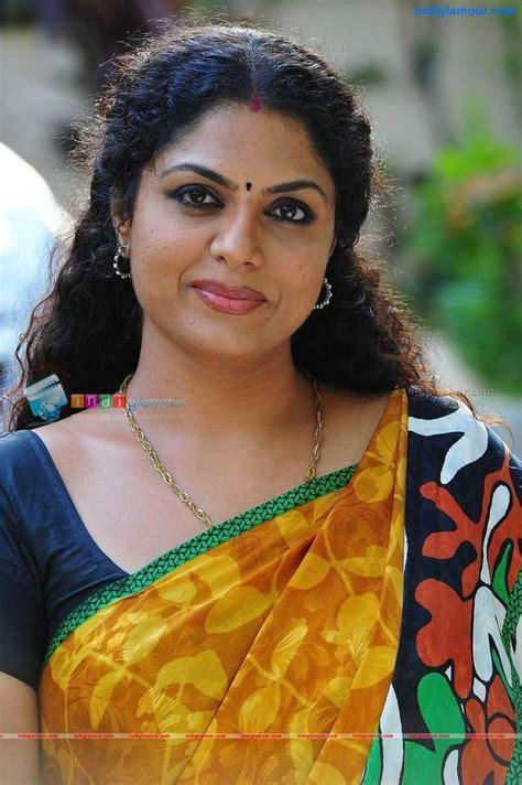 Mallu Aunty Actress Asha Sarath Hot In Saree