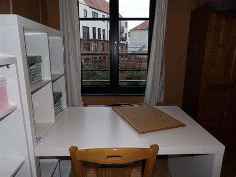 chambre avec belgique chambre et salle de bain privées dans une maison