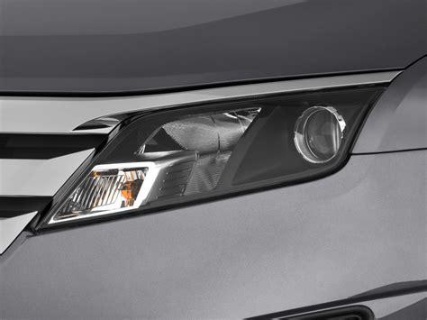image 2012 ford fusion 4 door sedan se fwd headlight