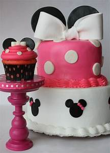 And Everything Sweet: Minnie Mouse cake and cupcake!!