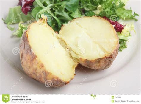 pommes de terre robe de chambre pomme de terre en robe de chambre simple image stock