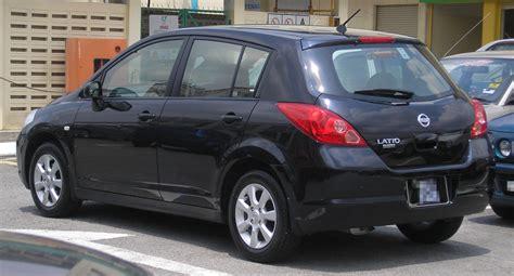 File:Nissan Latio (hatchback) (first generation) (rear ...