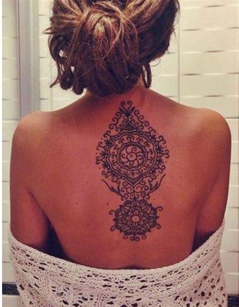 tatouage dos mandala ces tatouages de dos quon  envie