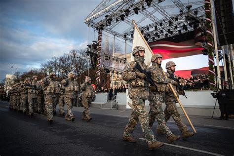 Ar militāru parādi godinās Latvijas valsts neatkarības ...