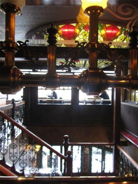 l 39 escalier qui mène au restaurant avec vue panoramique