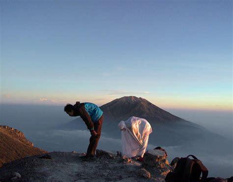 tips khusyuk sholat  gunung