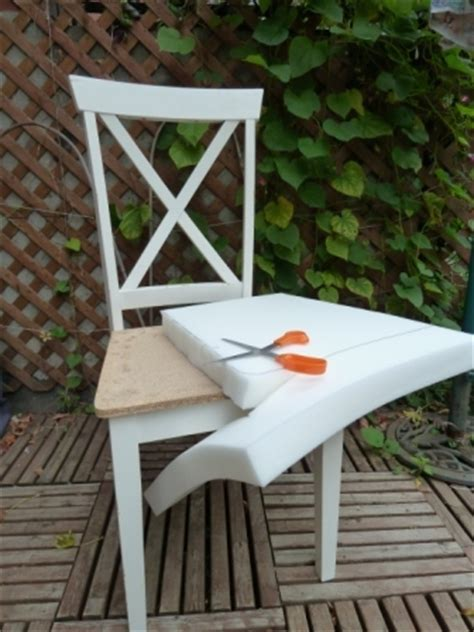 repeindre une chaise repeindre une chaise en bois chaises revisites with