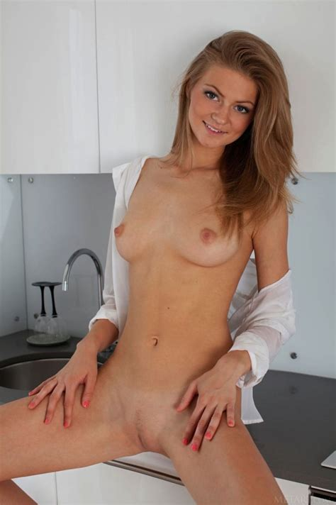 Coy Smile Perfect Body Nsfw Hardcore Pictures